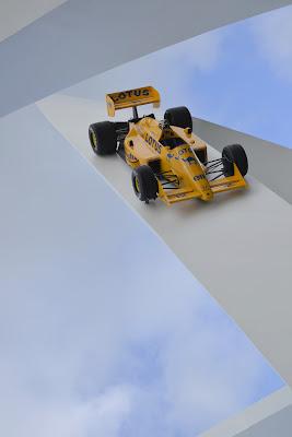 Lotus 99T Айртон Сенна 1987 - Скульптура Джерри Иуды на Фестивале скорости в Гудвуде 2012