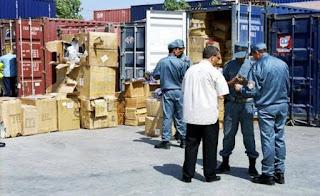 Un inspecteur principal des douanes sous les verrous