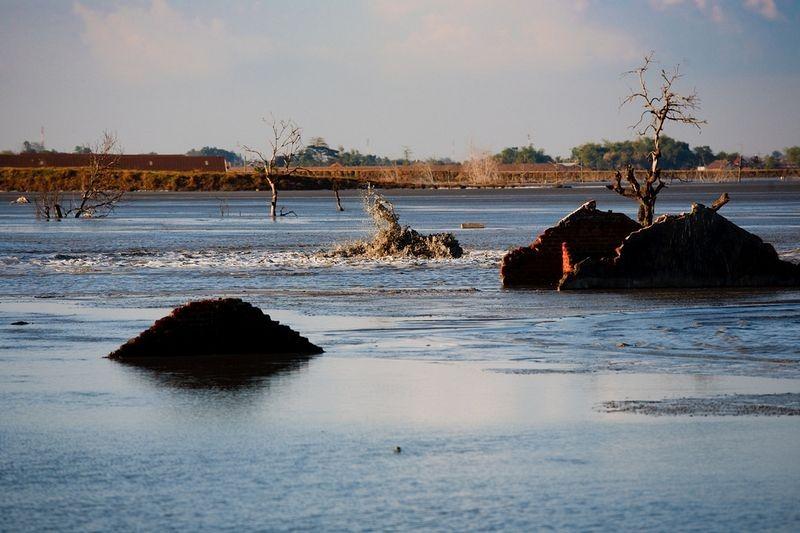 sidoarjo-mud-flow-3