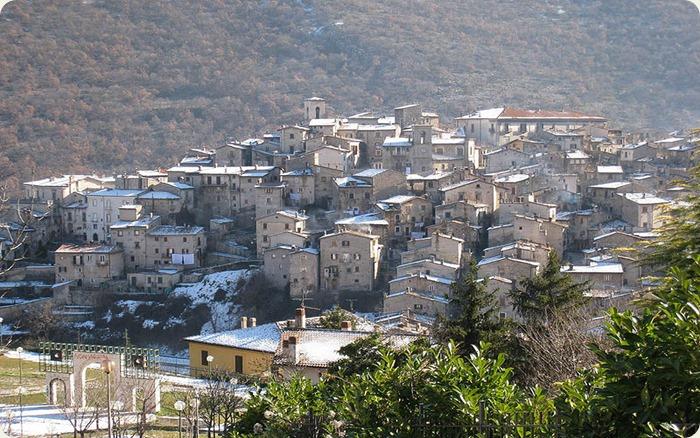 Abruzzo-Borgo_di_scanno