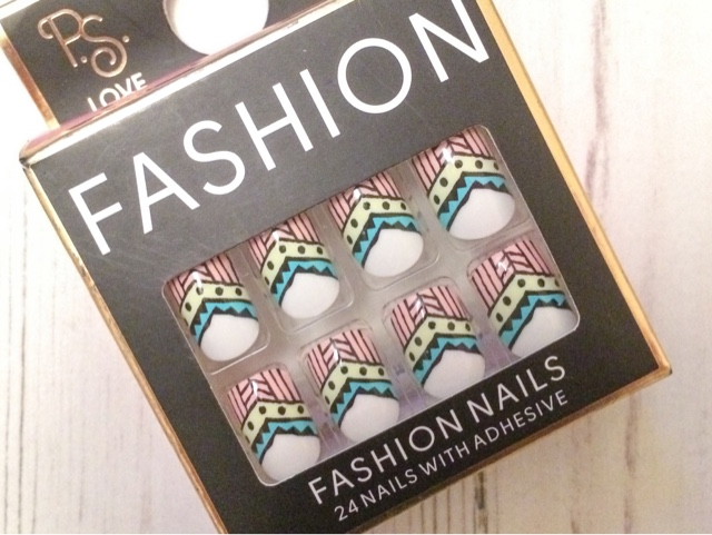 beauty-blog-fashion-notd-primark-false-nails-midweek-manicure-aztec-summer-festival-fashion-pretty-nail-art