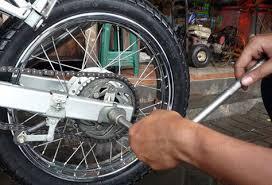 Cara Merawat Rantai Roda dan Penyetelan Pada Sepeda Motor