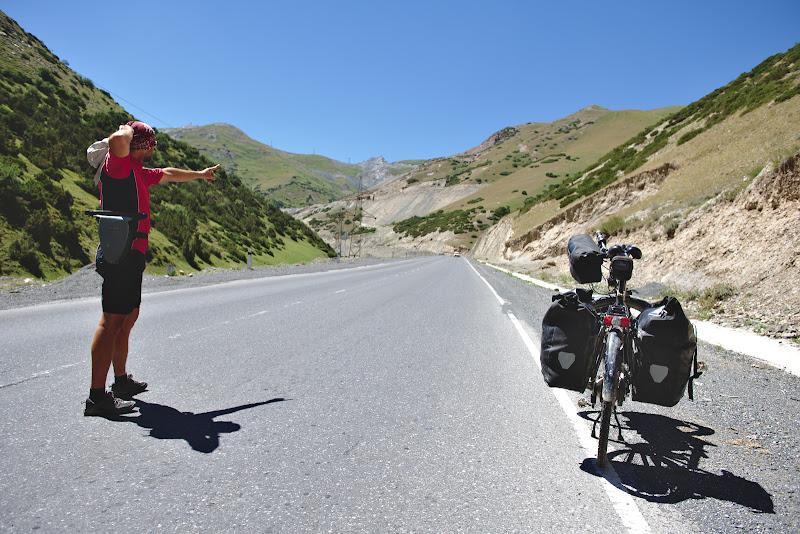 Momentul acela in care iti dai seama ca desi esti deja la 3000 de metri mai inca o bucata destul de buna pana in pas.