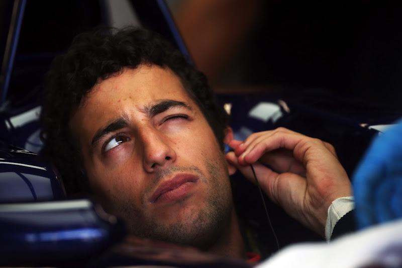 Даниэль Риккардо подмигивает на Гран-при Италии 2012