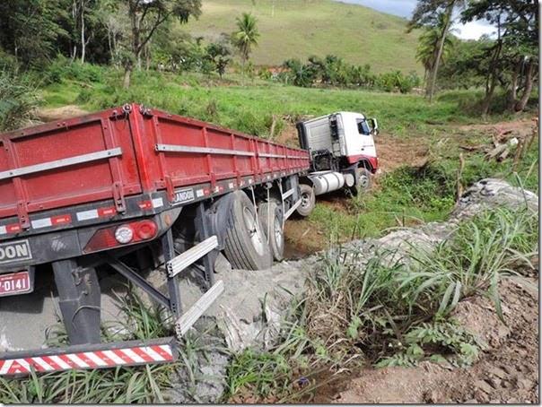 acidente desvio na mgc 381  (1)