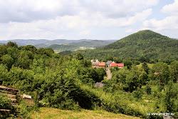 Kotvina patří ke krásným rekreačním oblastem Chomutovska. Asi 2 km na jih od Kotviny, u Humnického vrchu na území Vojenského výcvikového prostoru Hradiště, jsou zbytky menšího hradu Klejnštejn snad již ze 14. století. Zachovaly se z něj pouze základy věže a náznaky zdí a hradeb. Zanikl už někdy kolem roku 1435 - 37.