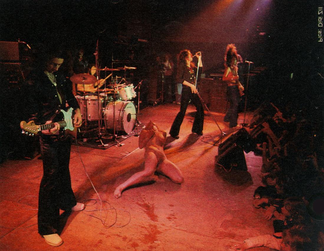 29. 1974 - live