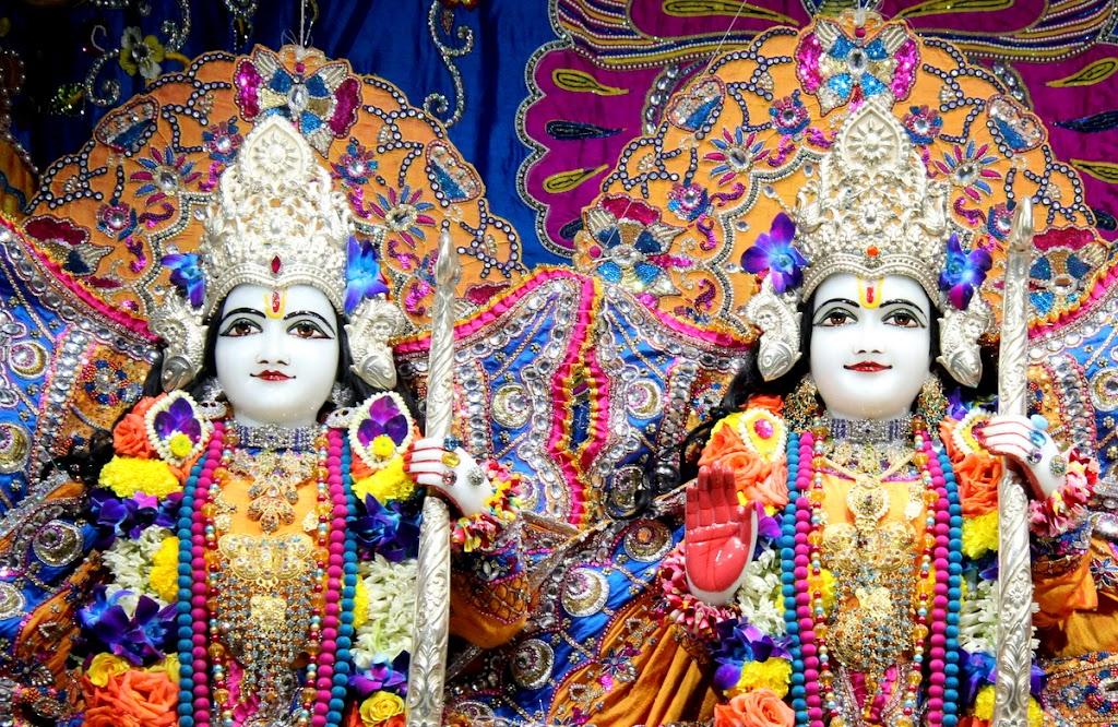 ISKCON Juhu Sringar Deity Darshan 14 Jan 2016 (24)