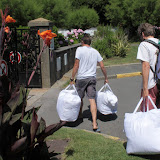 Pour certains les boules, même en sac, sont lourdes à transporter...