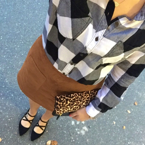 how to mix patterns, faux suede skirt, mom style