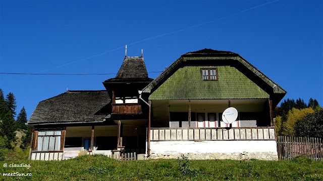 Fundata-Moieciu-toamna-1879w.jpg