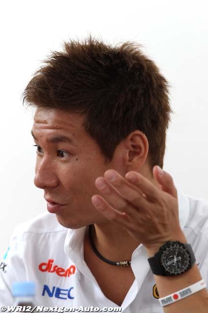 Камуи Кобаяши дает интервью на Гран-при Сингапура 2011
