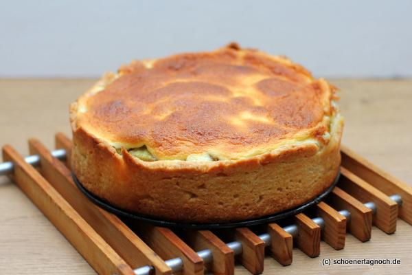 Rhabarberkuchen mit Guss in der kleinen Springform