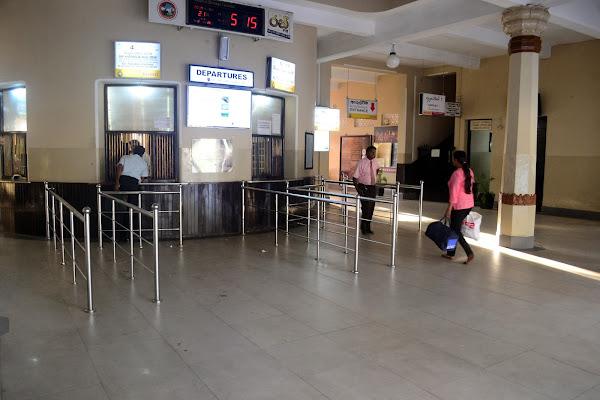 Кассы вокзала в Канди