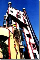 800px-Hunderwasserhaus_Plochingen