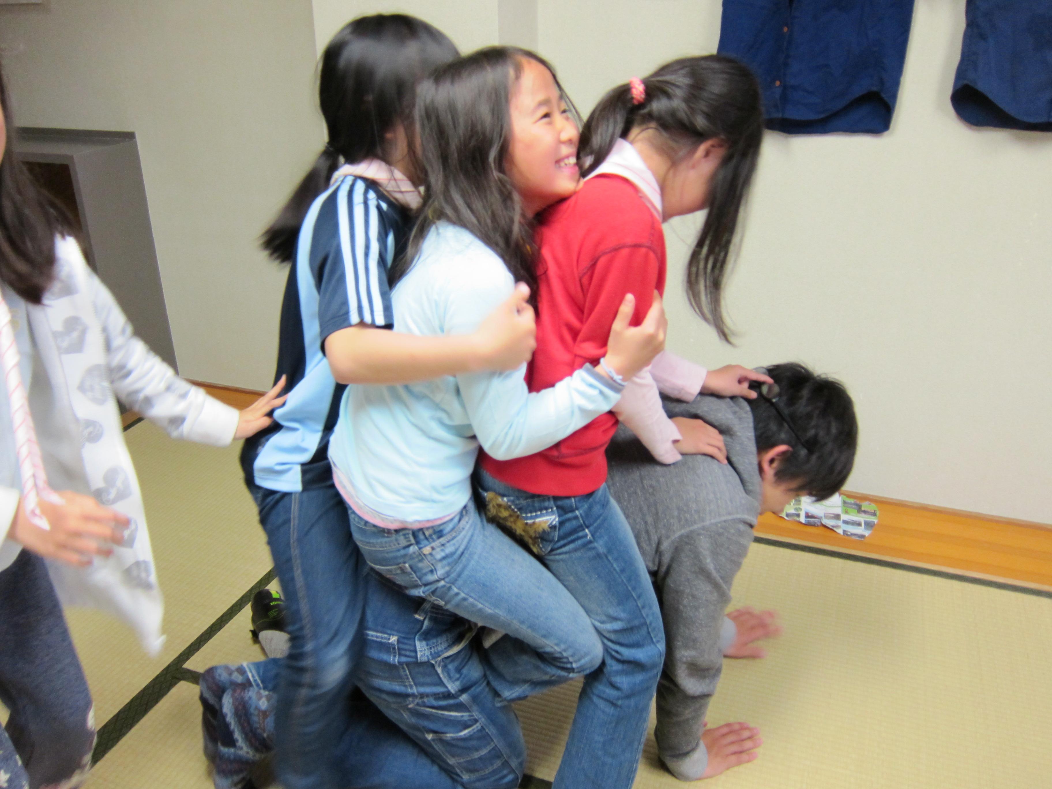 【画像】女子小学生に合法的に触れる仕事があるらしい->画像>56枚