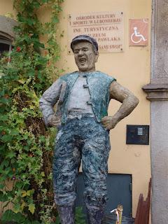 pomnik Wacława Kowalskiego czyli niezapomnianego Pawlaka