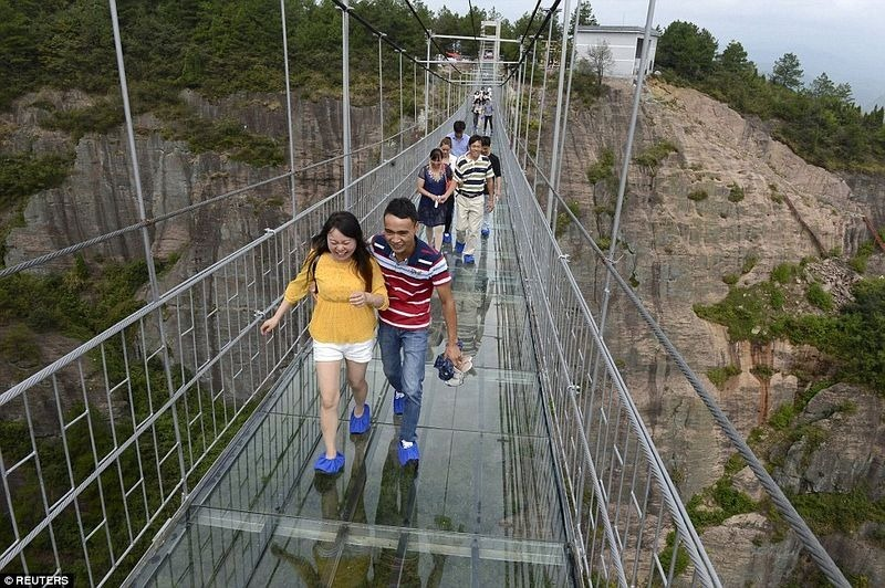 glass-suspension-bridge-china-4