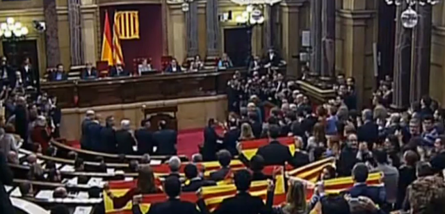 parlamento aprueba inicio de la independencia de cataluña