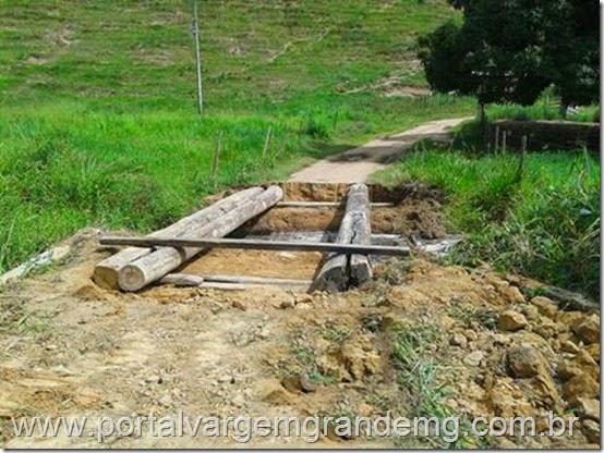 Secretaria de Obras realiza construção de uma ponte sobre o Córrego Brejáuba em Vargem Grande (3)