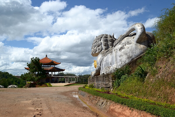 мае салонг каменные львы mae salong