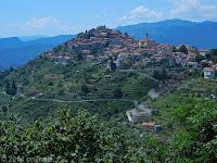 Der Ort Bajardo.