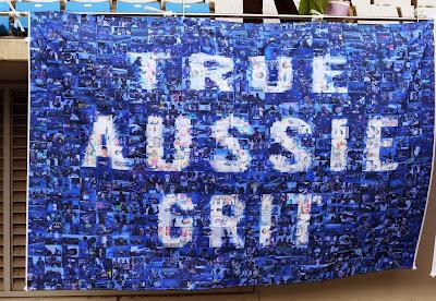 True Aussie Grit - баннер болельщиков в поддержку Марка Уэббера на трибуне Гран-при Кореи 2013