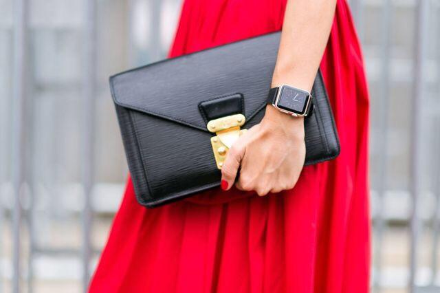 New York Fashion Week Street Style ft. Apple Watch, photo by Tyler Joe | Source: Elle.com