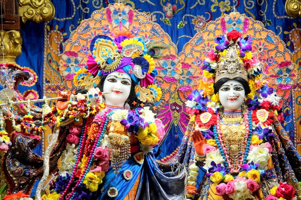 ISKCON Juhu Sringar Deity Darshan 14 Jan 2016 (6)