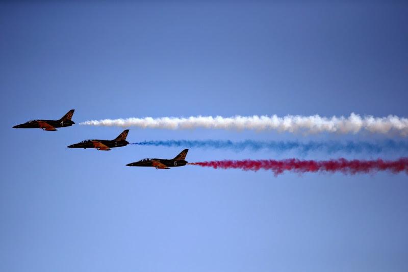 российски флаг от пилотажной группы Русь на Гран-при России 2014