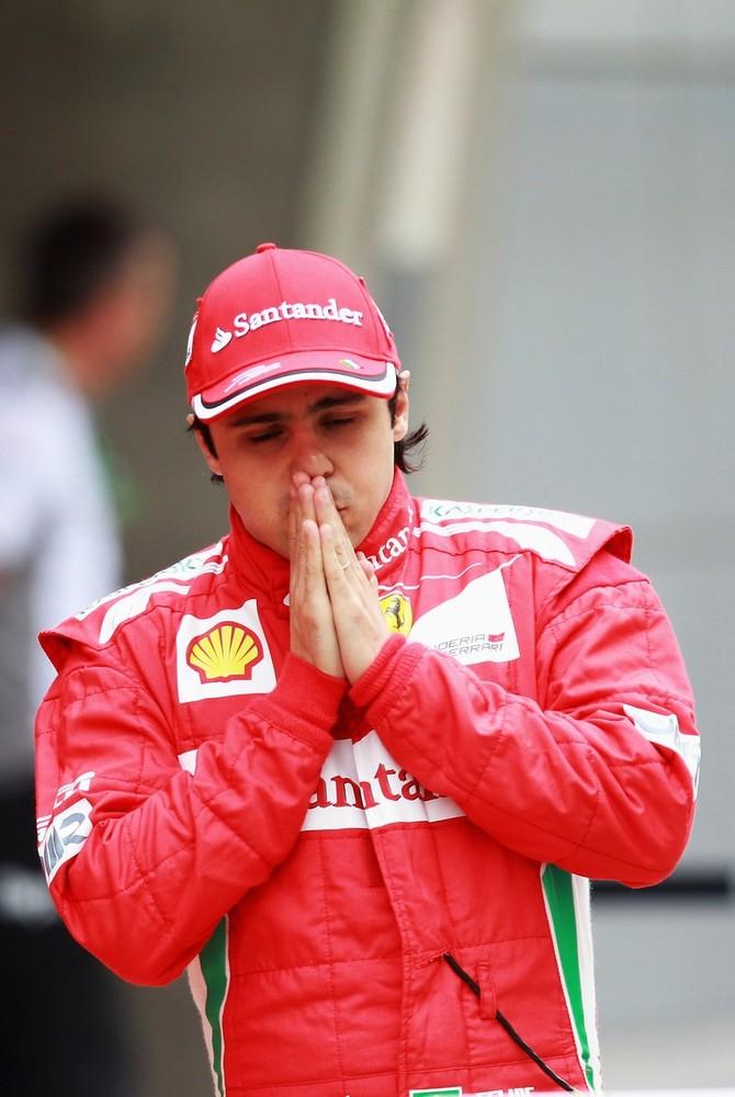 Фелипе Масса молится на Гран-при Китая 2012