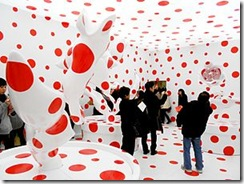 300px-View_of_the_-I_pray_with_all_of_my_love_for_tulips.-_installation_at_the_Yayoi_Kusama_Special_Exhibition_at_the_Osaka_National_Museum_o