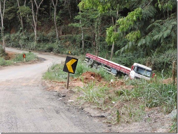 acidente desvio na mgc 381  (4)