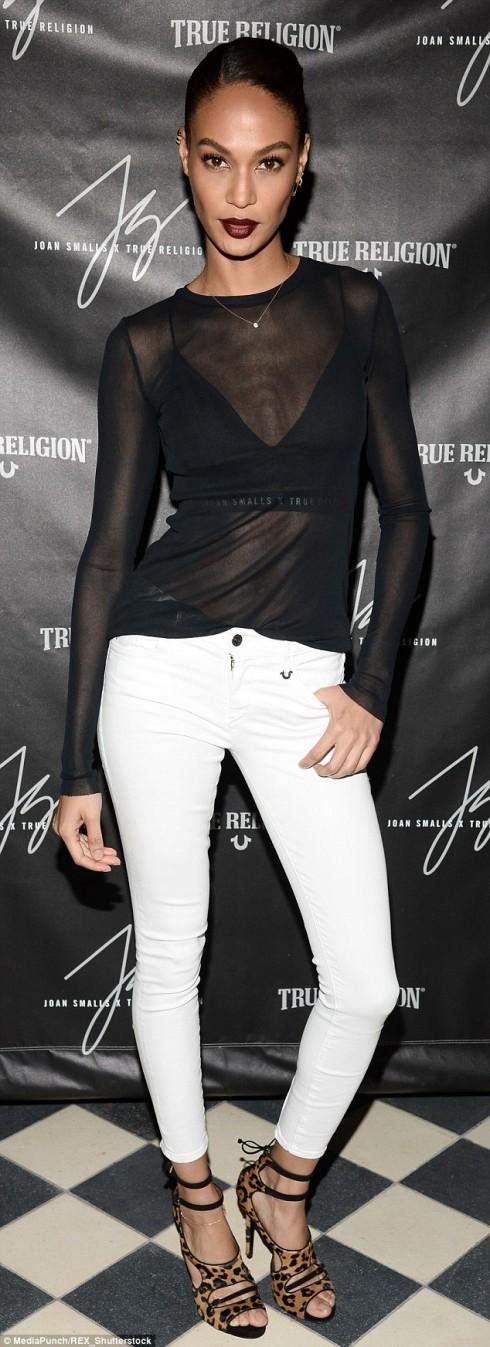 mac quan jeans nu trang dep nhu Joan Small