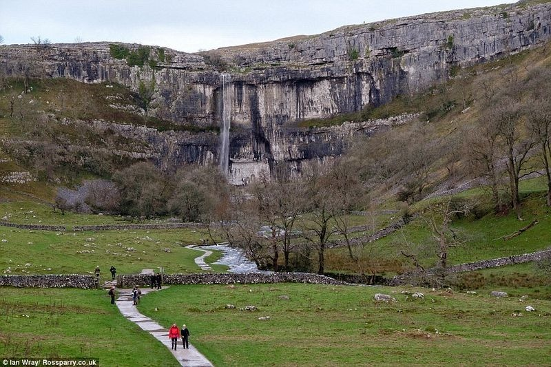malham-cove-waterfall-5