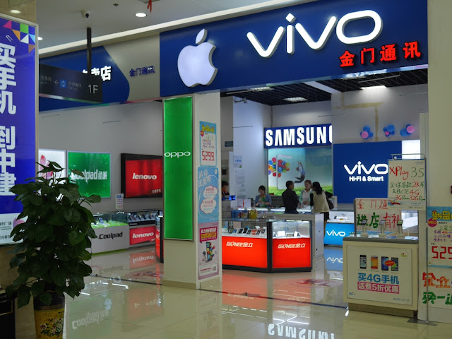 a store sign with logos for both Apple and Vivo
