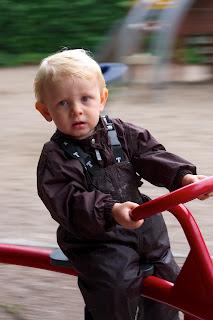 Det var en rigtig god legeplads, her er det en cykelkarussel vi har gang i, billedet er taget imens vi er i fuld fart.