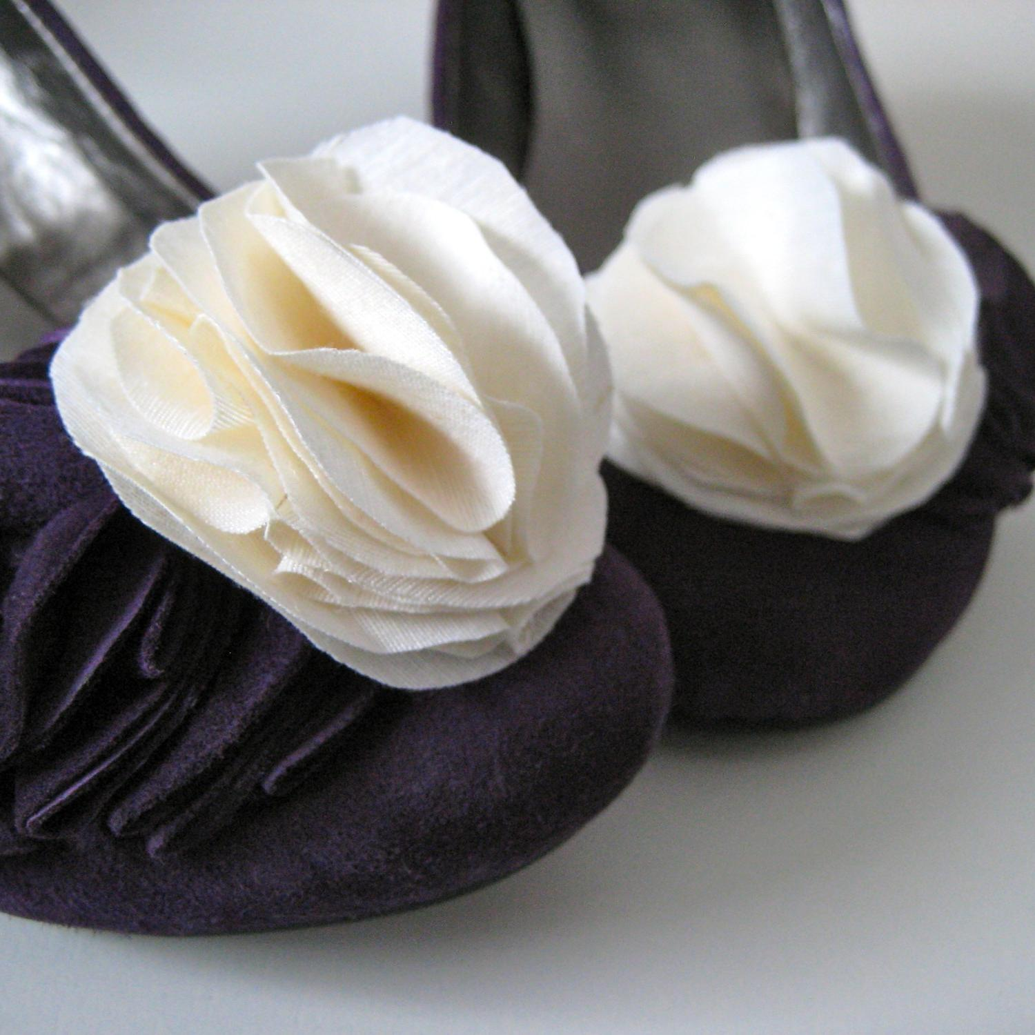 Black Friday Cyber Monday SALE 30  Ivory flower shoe clips made with