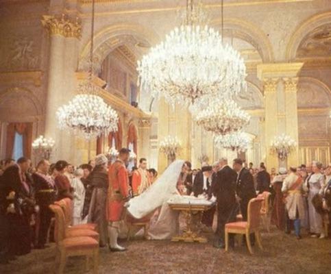 Firma de actas durante la boda civil de Balduino y Fabiola
