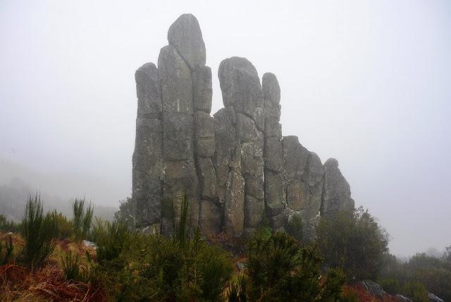 L'homme en pierre (Homem em Pé) de Achada do Teixeira, une version sauvage des Bourgeois de Calais de Rodin