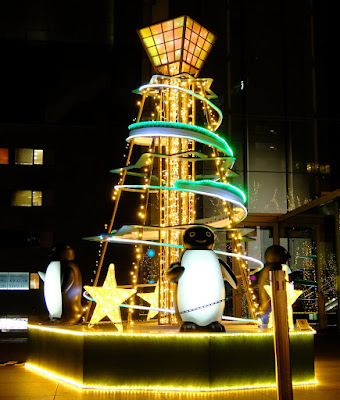 JR東日本本社ビル前のクリスマスイルミネーション2015