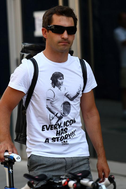 Тимо Глок в футболке Илие Настасе на Гран-при Европы 2011