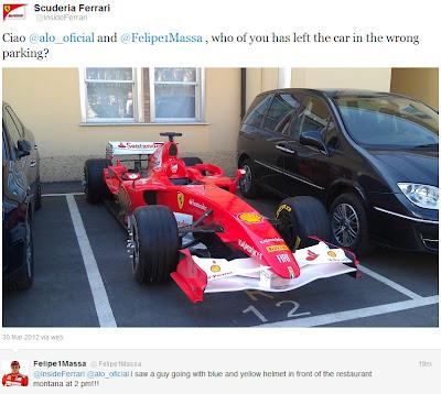 болид Ferrari на обычной парковке