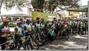 Ciclistas prontos para começar o Adventure Tour Bananeiras
