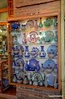 Naczynia malowane ręcznie w sklepie