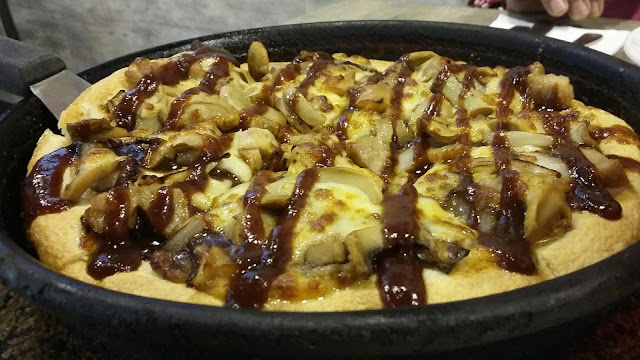 JALAN-JALAN CARI MAKAN | MAKANAN PALING SEDAP, makanan percuma, pizza hut, molten lava chocolate, pizza smokin bbq, meatball cheese, pizza hut village mall, makanan sedap di village mall