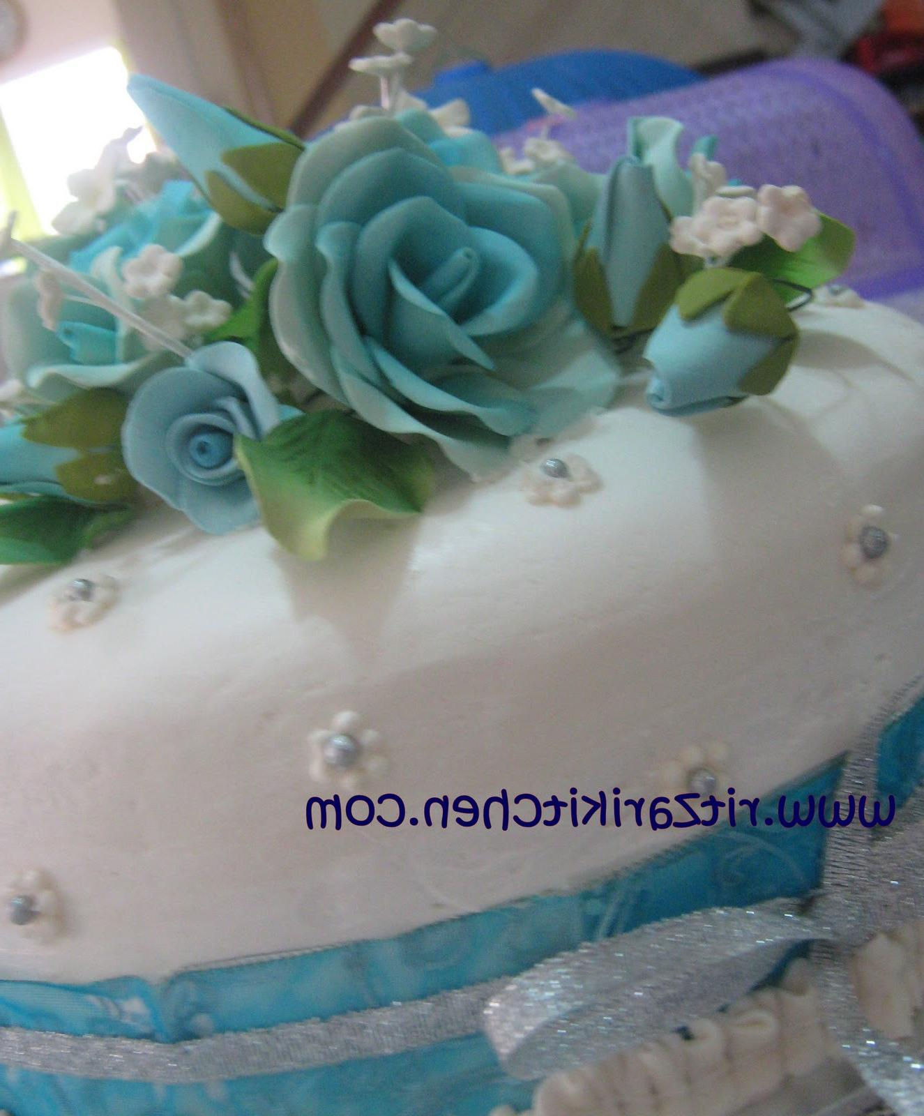 blue and white 3 tiered