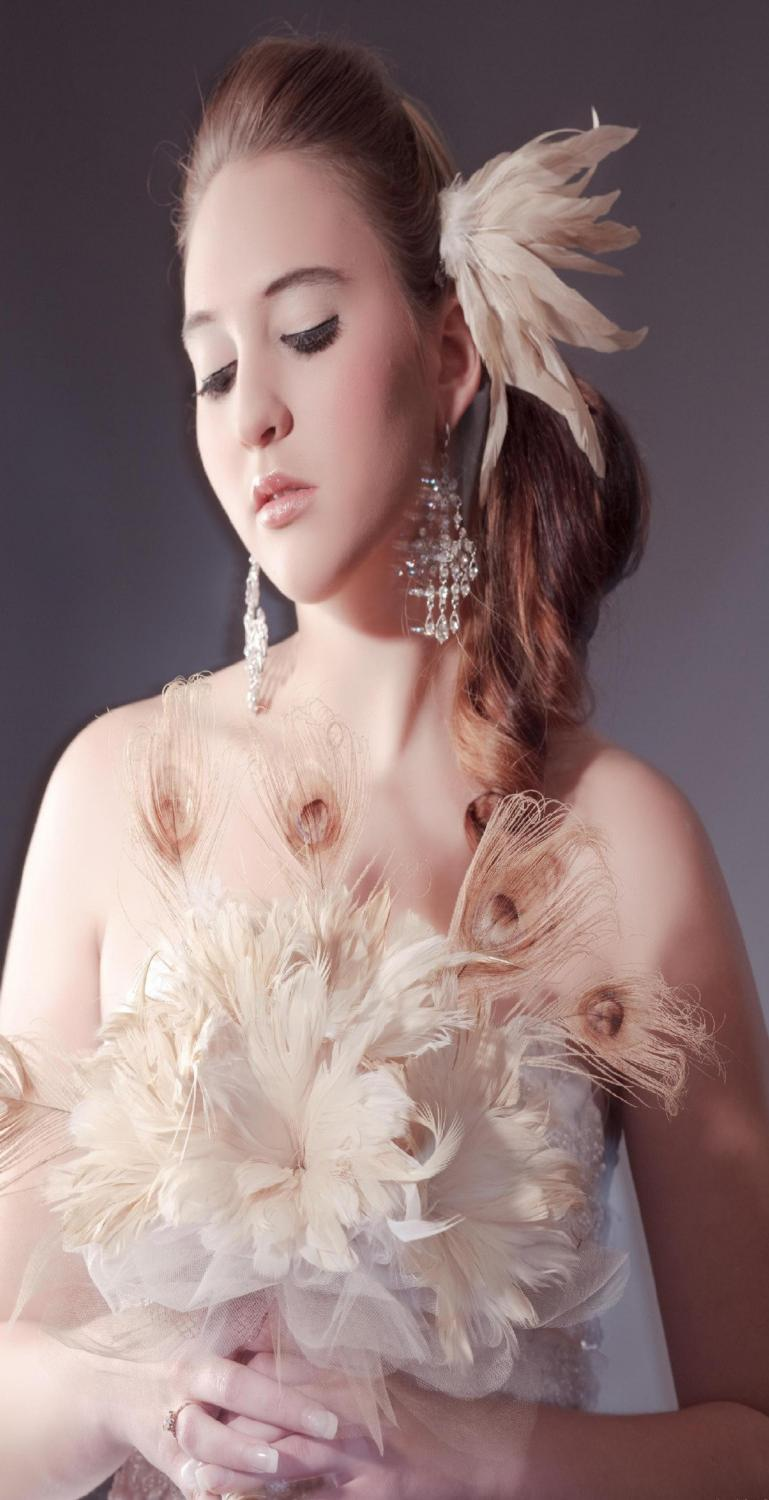 bridal feather bouqet with