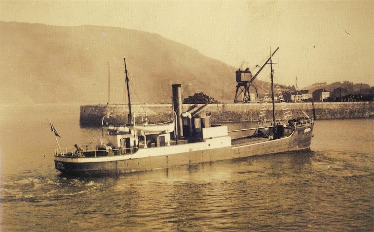 Vapor ARNAO. Foto Archivo Historico de Asturiana de Zinc. Del libro Historia de la Marina Mercante Asturiana. Vol II. Llegada y Afirmación del Vapor. (1857-1900).jpg