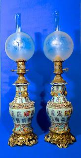 Пара керосиновых ламп. 19-й век. Бронза, керамика. Высота 85 см. 3900 евро.